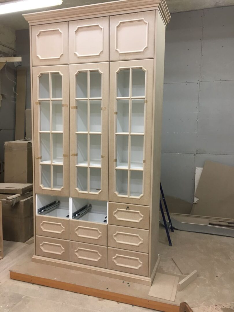 Шкаф-витрина из МДФ