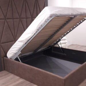 Кровать с высоким мягким изголовьем лиловая
