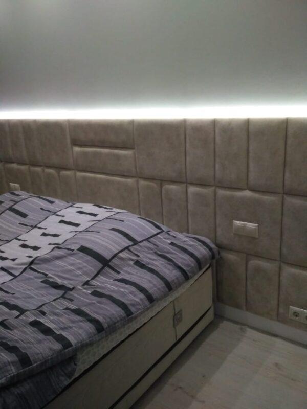 Кровать с встроенными розетками и мягким изголовьем бежевая