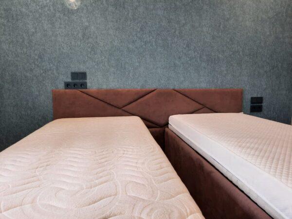 Кровать двойная с мягким изголовьем бордовая