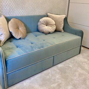 Кресло-диван с раскладным механизмом