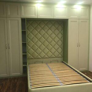 Кровать с высоким мягким изголовьем зеленая